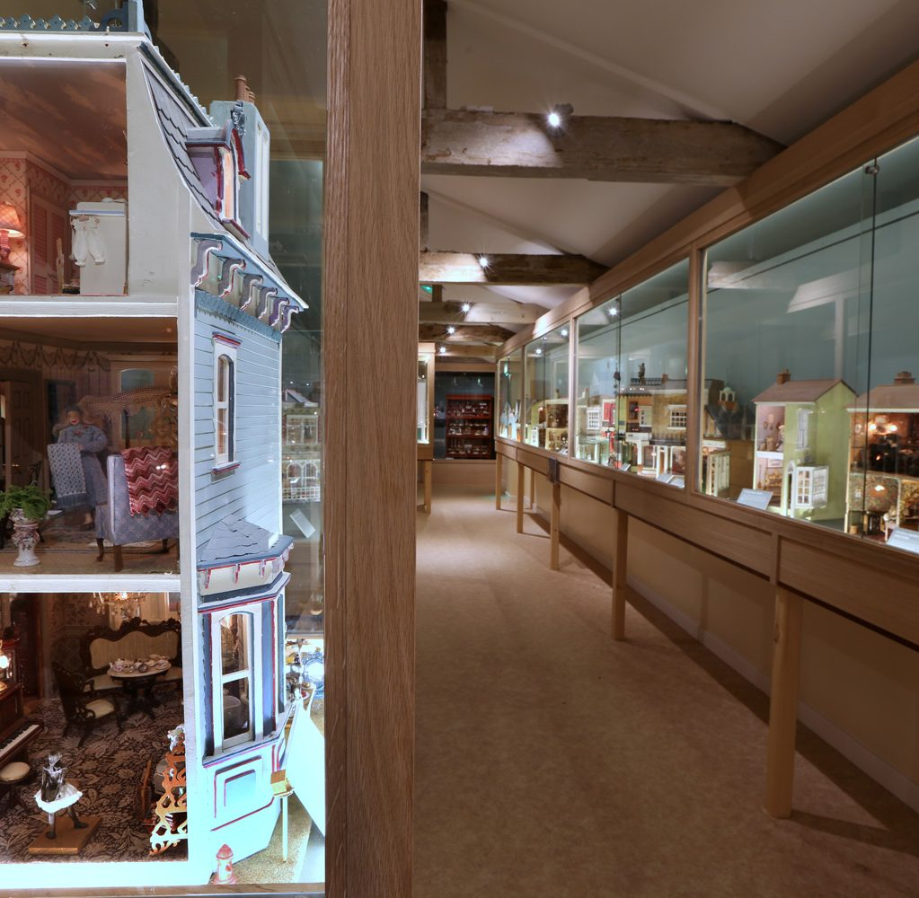 Charmant Dollshouse Exhibition